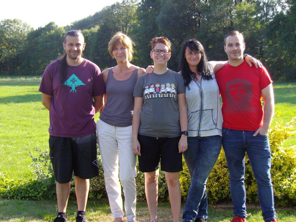 (von links nach rechts) 1. Vorsitzender Andy Fischer (BDKJ), Charlotte Deckelmann (INI), Claudia Russ (BSJ), Alexandra Kaiser (FFW), 2. Vorsitzender Sebastian Görtler. Es fehlt: Moritz Wicklein (BDKJ).